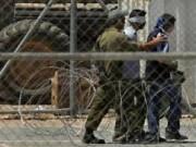 """الاحتلال يواصل عزل الأسير عز الدين العطار في سجن """"مجدو"""""""
