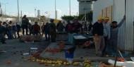الاحتلال يتلف بسطات الباعة على معبر وادي الخليل ويخلف خسائر مادية
